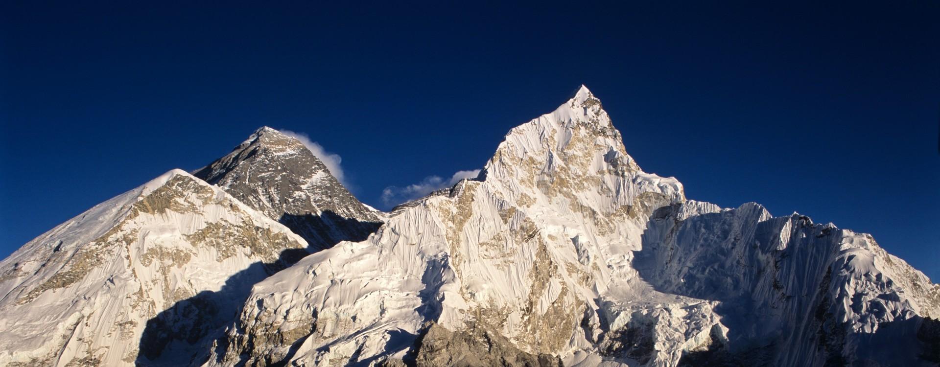 1470321759-1447349342-1447349324-1447349301-1447349232-everest-from-kala-patar