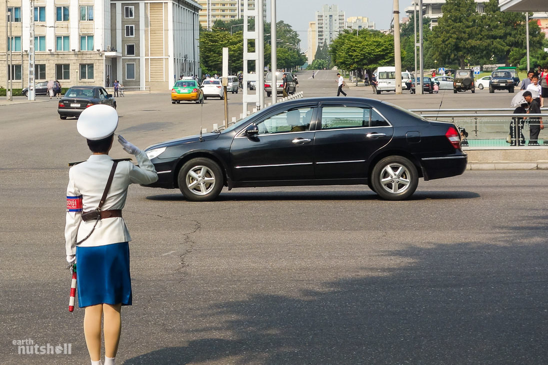 5-pyongyang-traffic-lady