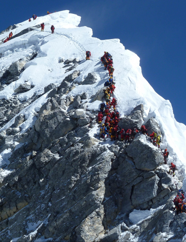 Queue-Summit-Everest-P-Rob-Casserley1