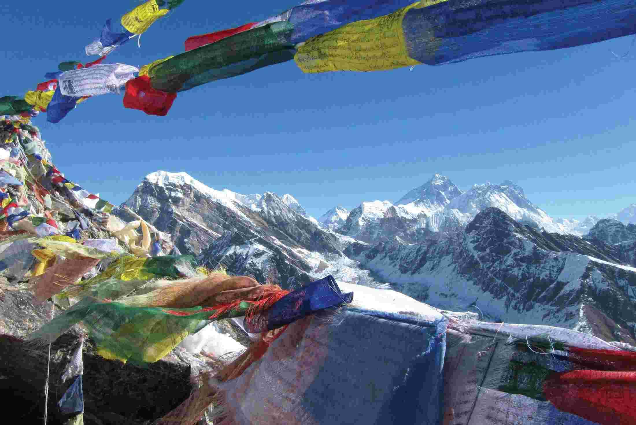 nepal-everest-flags